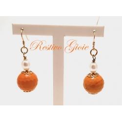 Orecchini in argento dorato con agata sfaccettata colore arancio e perla bianca