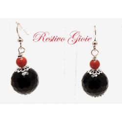 Orecchini in argento con agata nera sfaccettata e corallo rosso