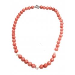 Collana in corallo rosa e perle bianche con chiusura in argento